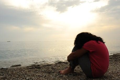 lonely-sad-girl-on-the-dark-beach_SYItKVars